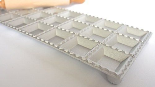 Molde para Ravioli Eppi Quadrado Alumínio 3,2 cm com Rolo Madeira