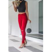 Calça cós alto barra curva com faixa vermelho