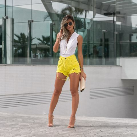 Shorts Sarja Cós Alto Desfiado Amarelo
