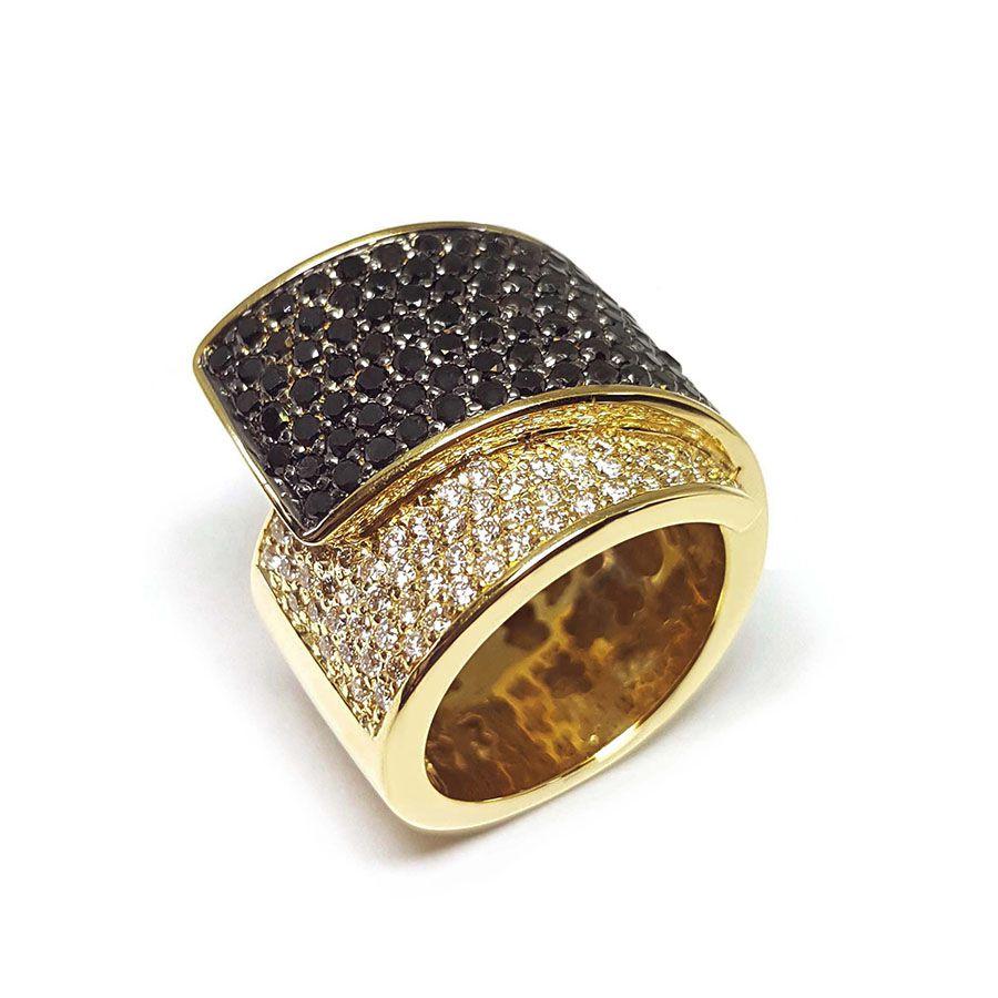 Anel Ouro 18k com Diamante e Diamantes Negro