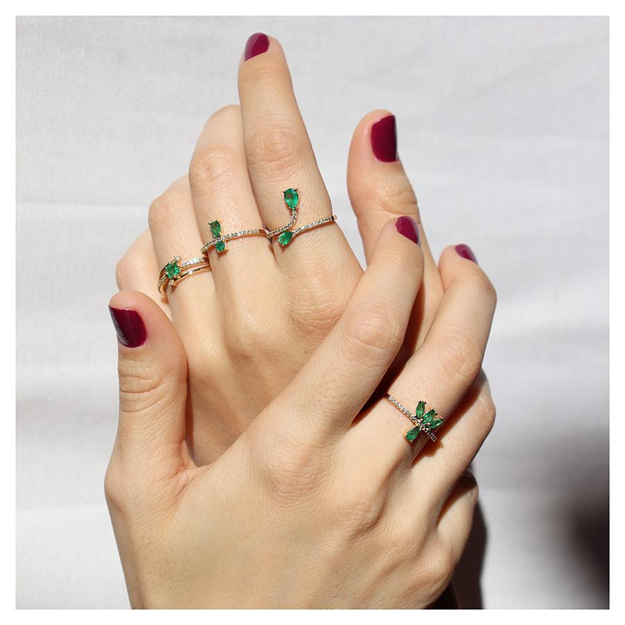 Anel Flowing Ouro 18k com Diamantes e Navetes e Gota de Esmeralda  - YVES