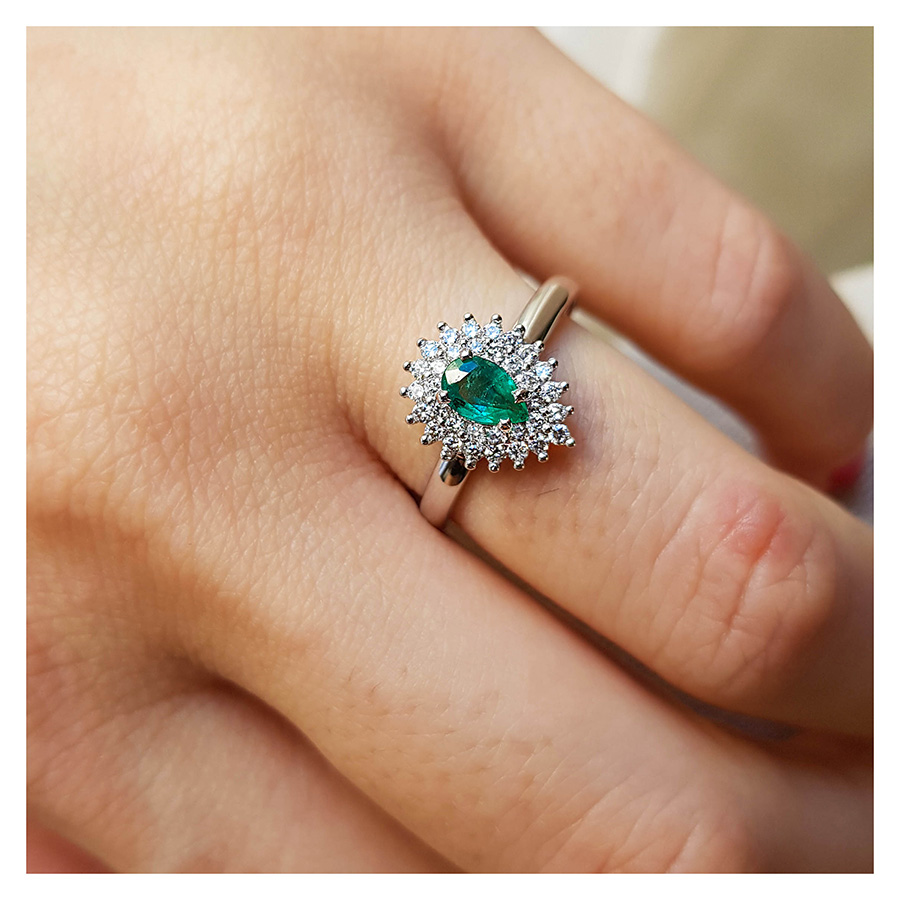 Anel Ouro 18k com Esmeralda Gota e Diamantes  - YVES