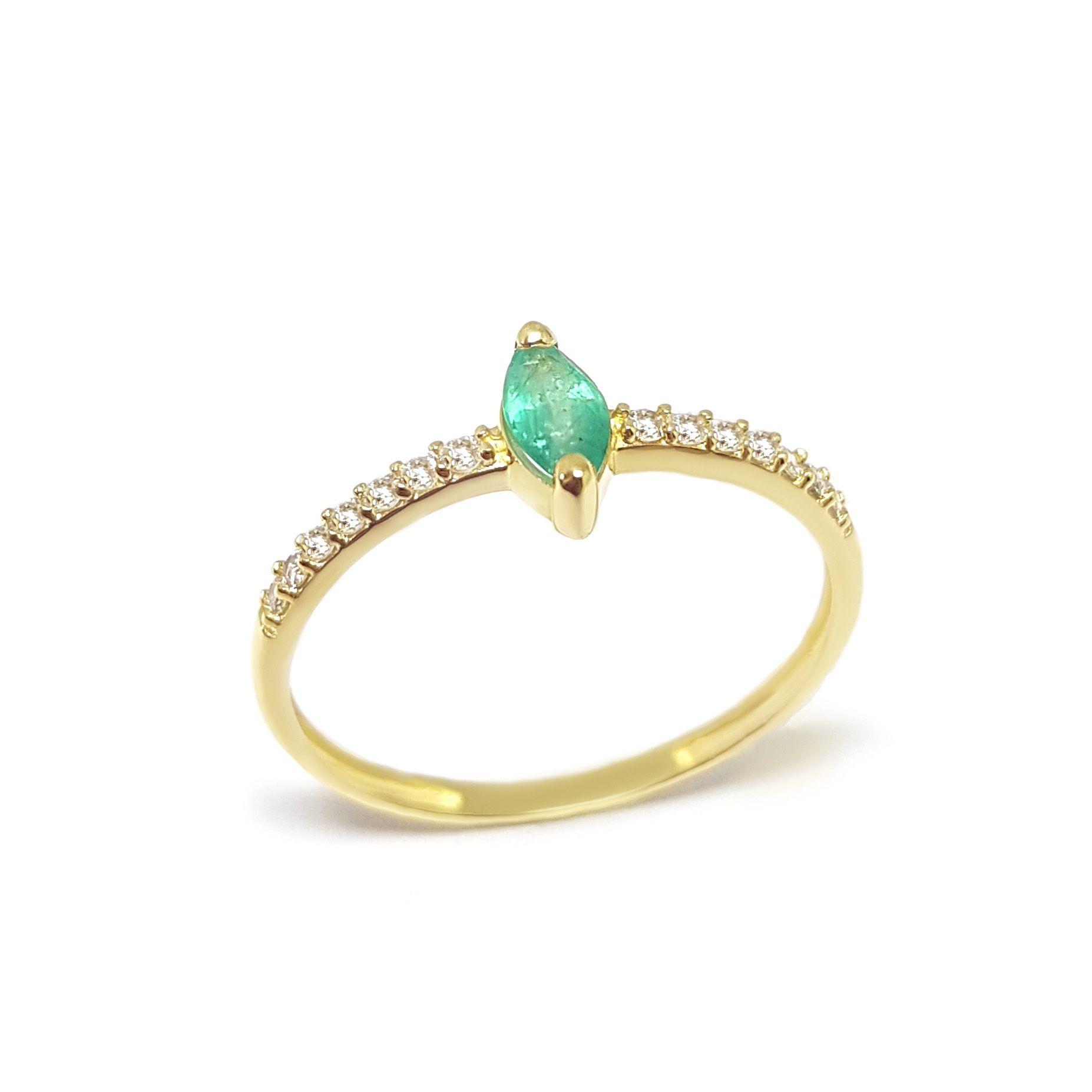 Anel Ouro 18k com Navete de Esmeralda e Diamantes - YVES JOIAS cf5d3591af