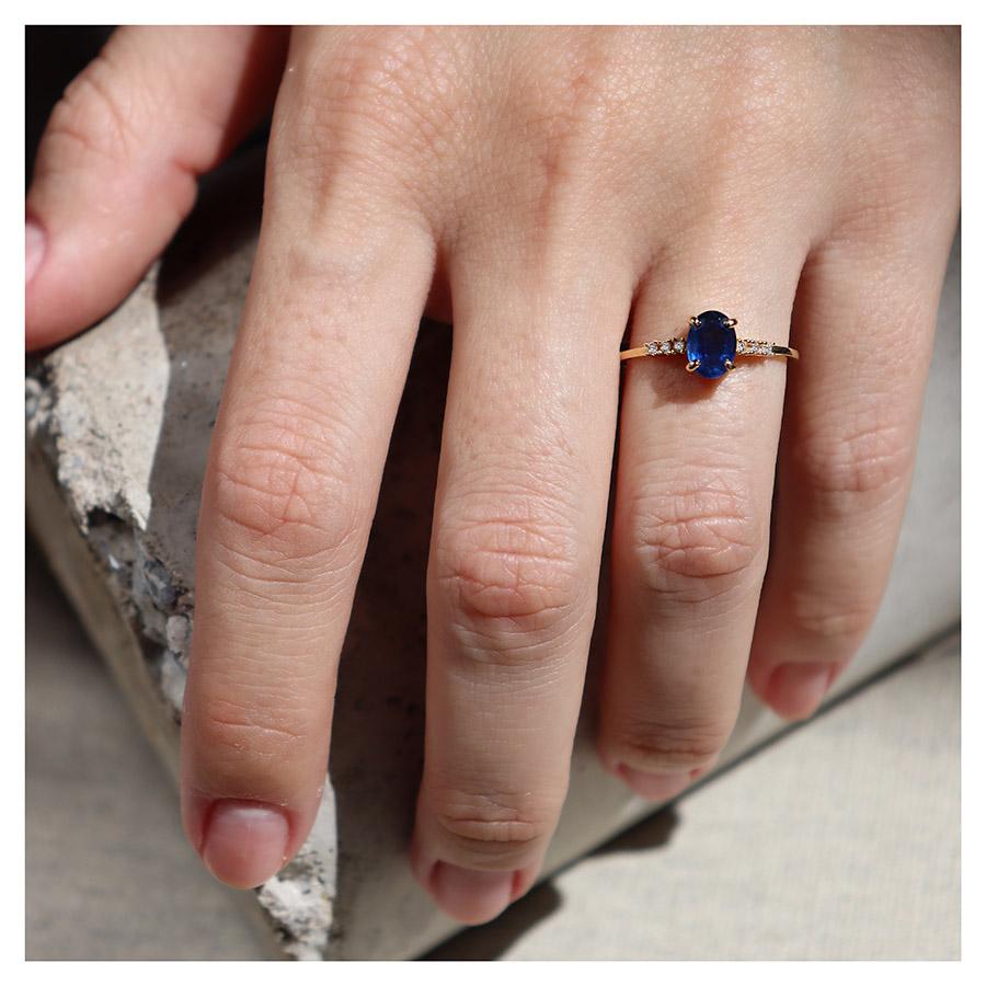 Anel Ouro 18k com Safira Oval Grande e Diamantes  - YVES