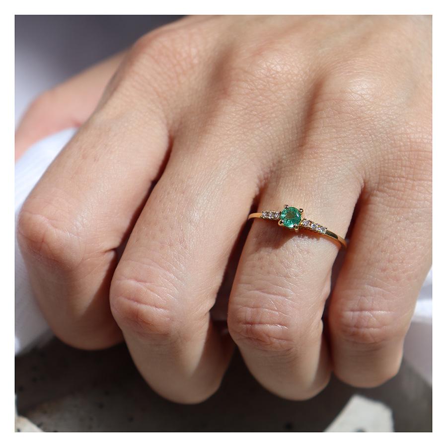 Anel Ouro 18k Solitário com Esmeralda e Diamantes  - YVES