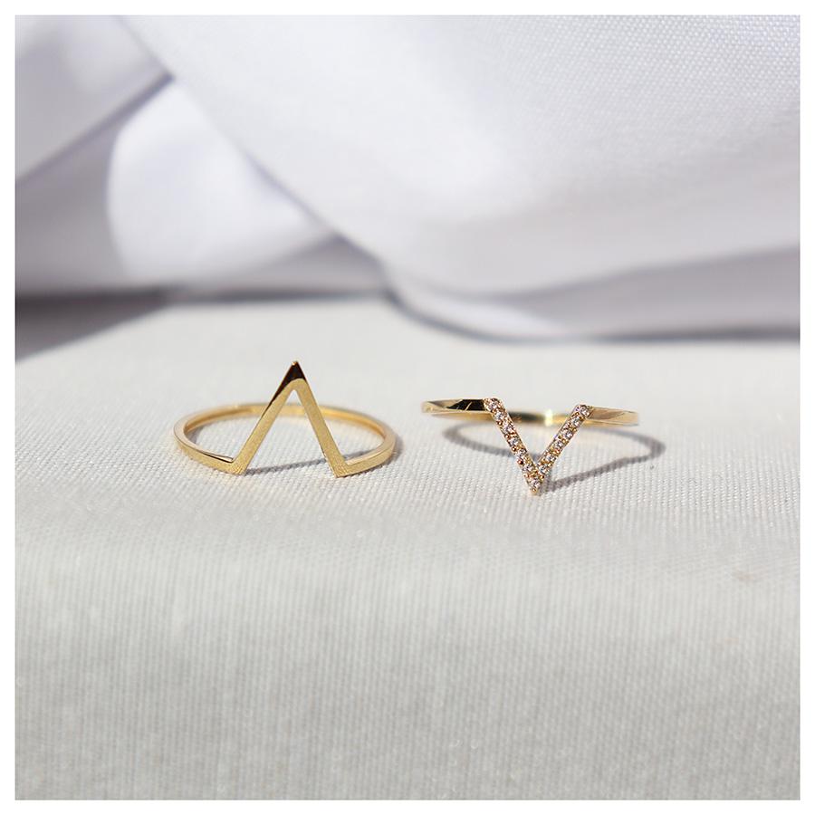 Anel V Ouro 18k com 13 Diamantes   - YVES