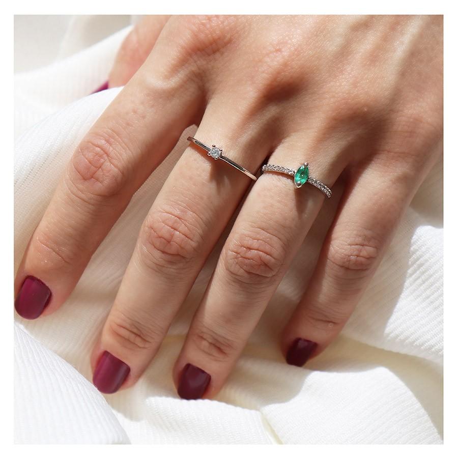 Anel Purity Ouro 18k com Navete de Esmeralda e Diamantes   - YVES