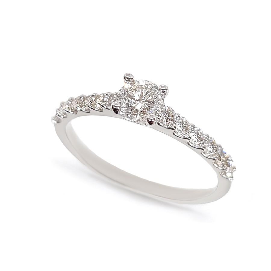Anel Solitáro Ouro 18k com Diamante Central de 30 pontos e Diamantes