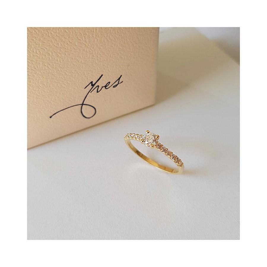 Anel Solitáro Ouro 18k com Diamante Central de 30 pontos e Diamantes  - YVES
