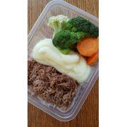 Carne de Panela Desfiada da Chef com Pure de Batata e Mix de Legumes