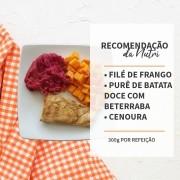 Filé de Frango + Pure de batata doce com beterraba + Cenoura