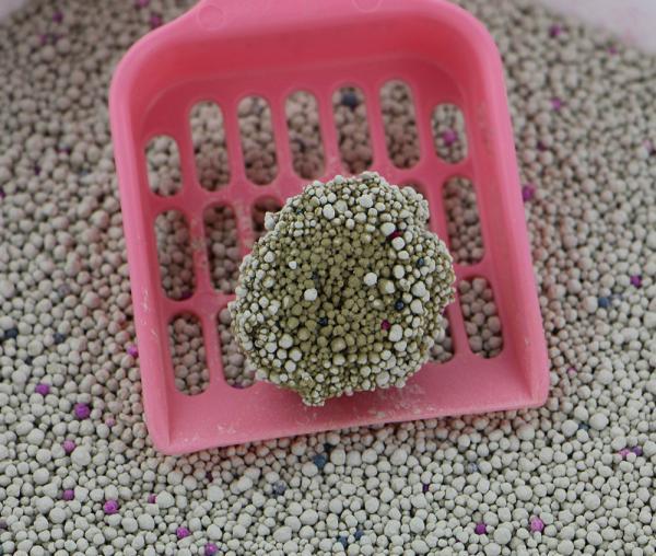 Kit c/3 Areias de Gato Bentonita Super Dry e Arranhador Poste