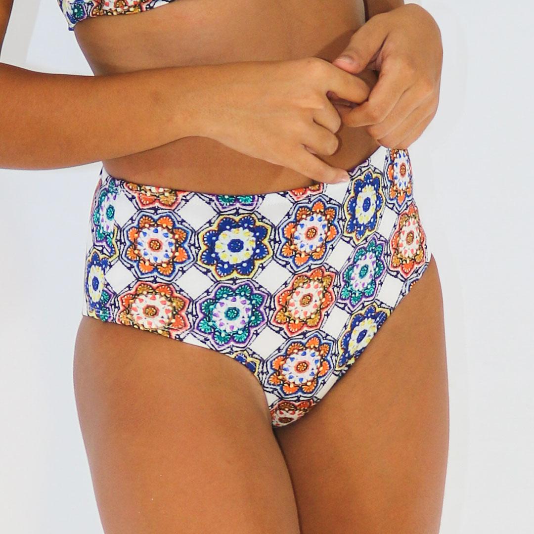 Calcinha Hot Pants Floral Geométrico