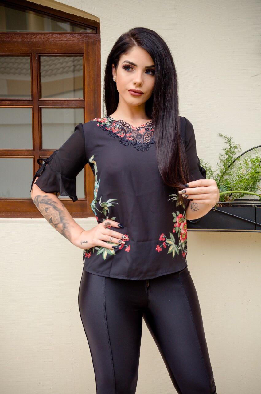 Blusa Com Pala Bordada PLT 39