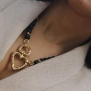 Colar de Blogueira com Pedra Onix e Fecho de Coração banhado a ouro 18 k
