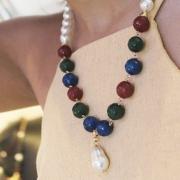 Colar em Jade verde, Rubi e Azul com detalhes em pérolas Shell