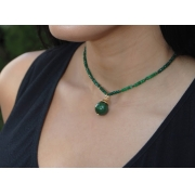 Colar Jade verde, formato bola, detalhes em ouro 18k