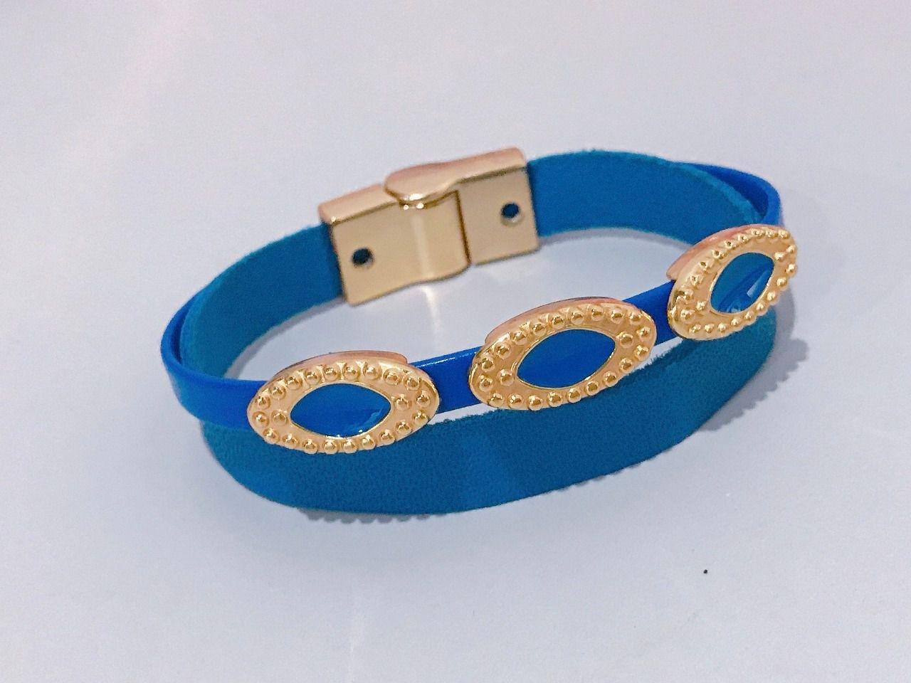Bracelete em Couro com entremeios esmaltados.