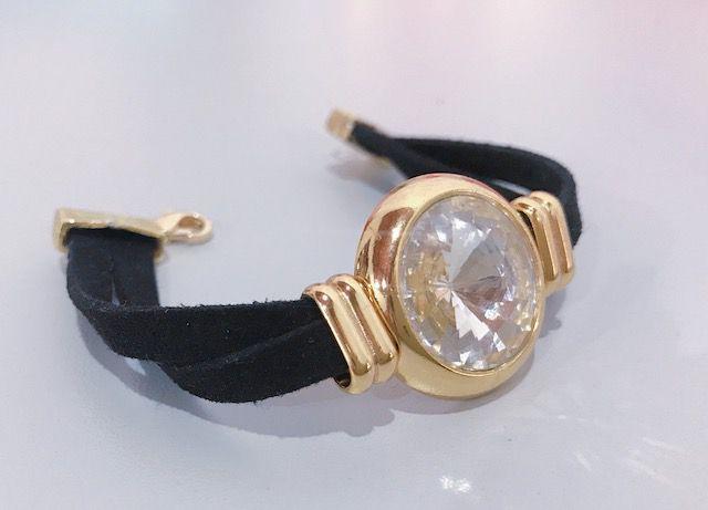 Bracelete em Couro banhado com cristal lapidado.