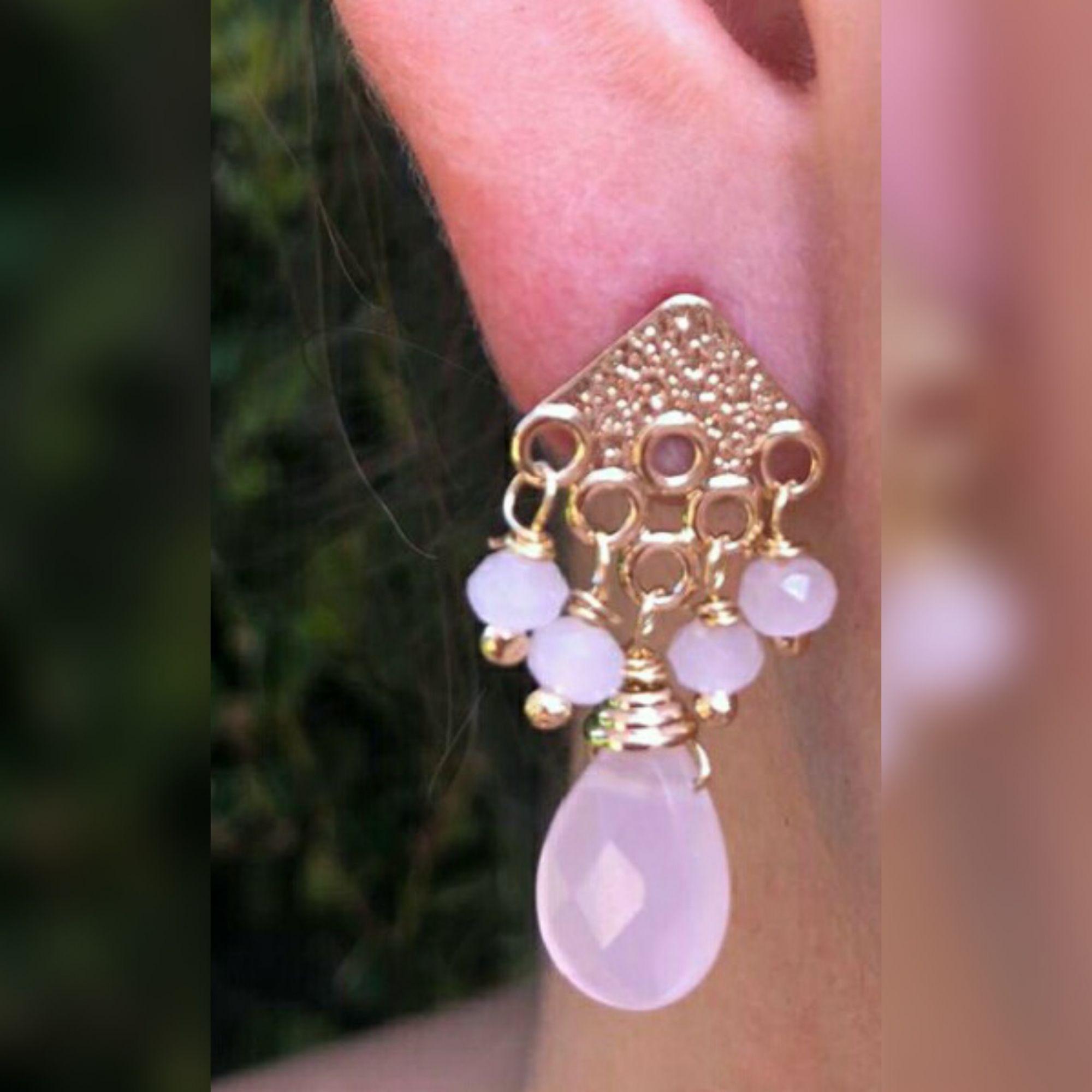 Brinco com Pedra pedra natural Quartzo Rosa . Branco , Azul