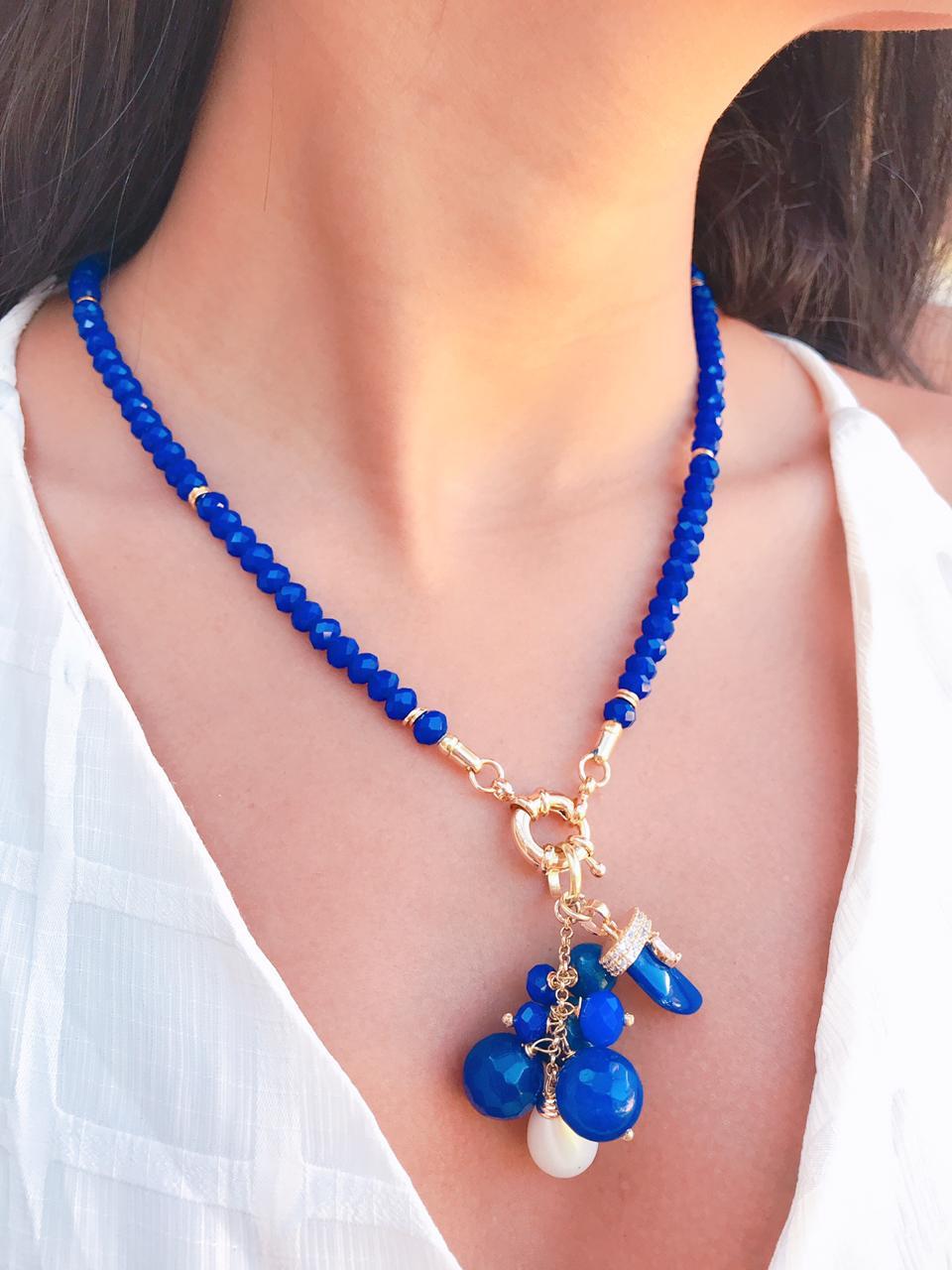 Colar Azul com Cachos em jade azul