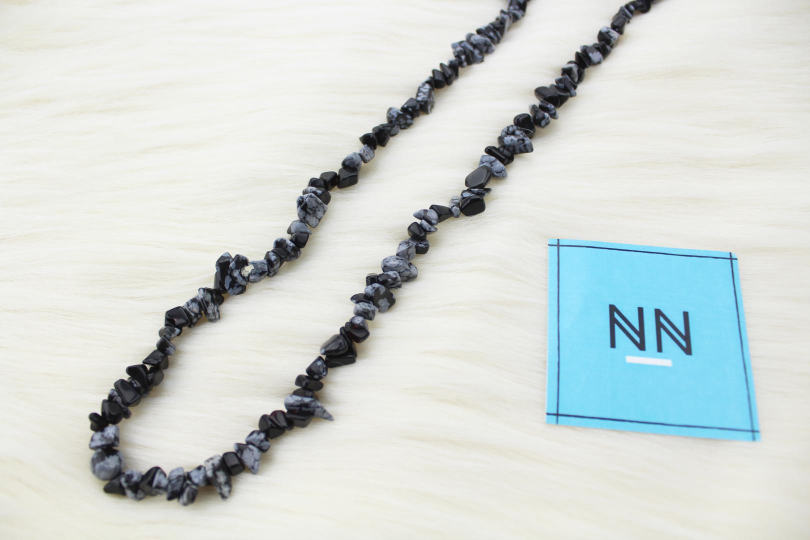 Colar de Obsidiana Floco de Neve em Cascalho