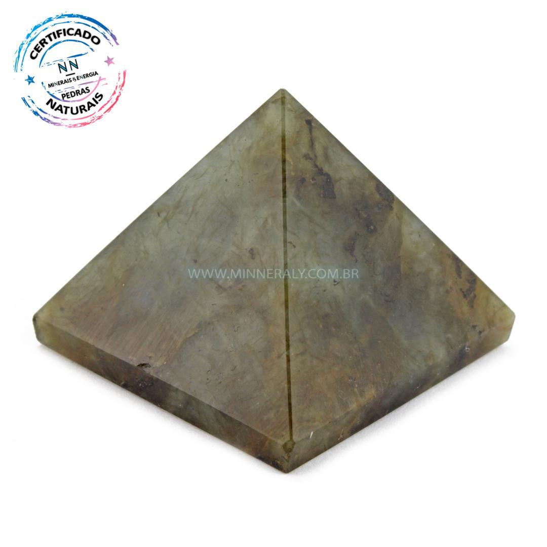 Pirâmide de Labradorita (espectrolita) IN Natura (0,080KG; ALT: 3,7CM; COMP; 4,4CM; LARG: 4,5CM)