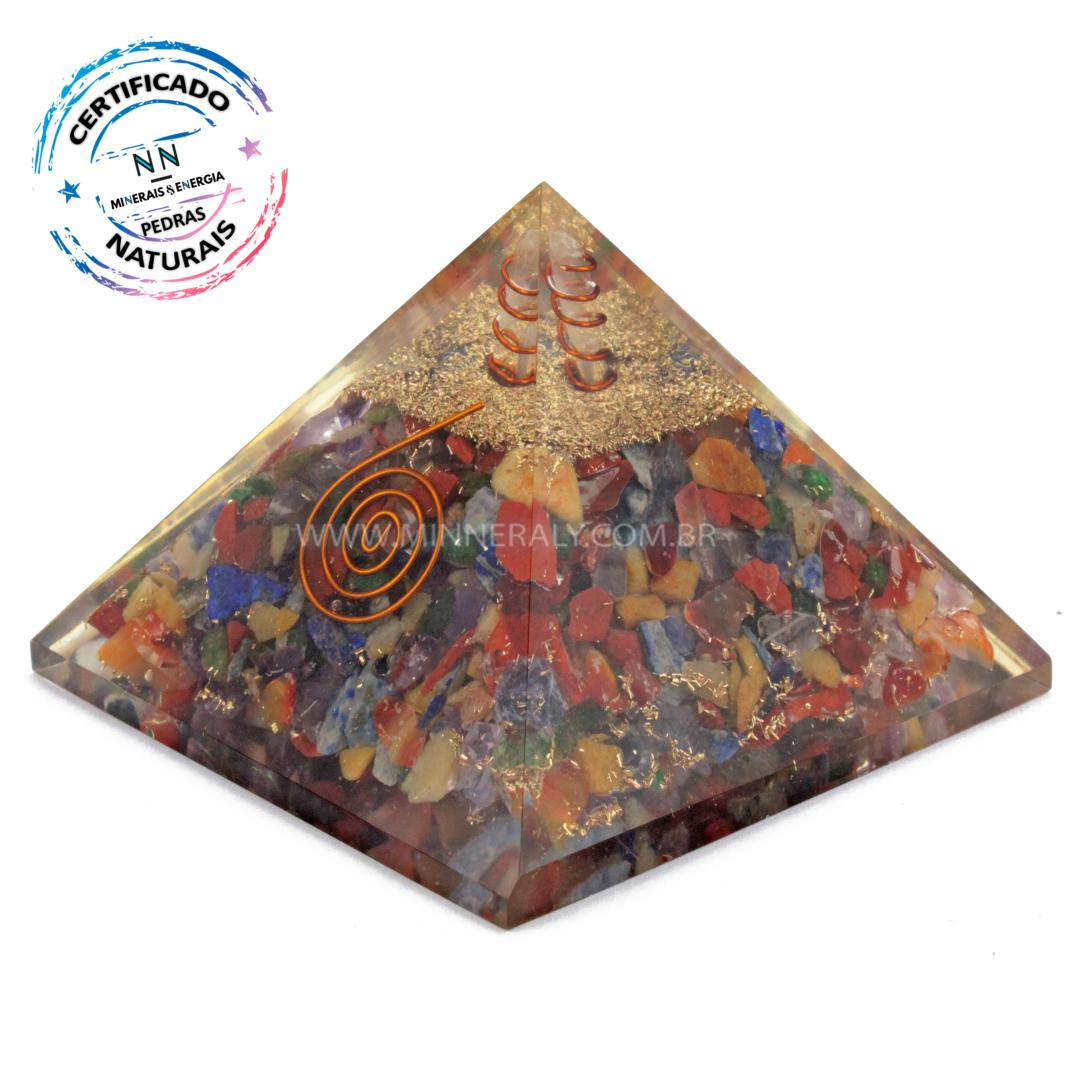 Pirâmide de Organite de 7 Chakras Ponta Geradora IN Natura (0,230KG; ALT: 7,8CM; COMP; 10,1CM; LARG: 10,0CM)