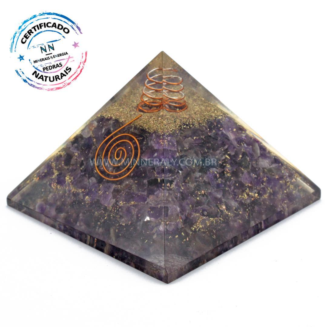 Pirâmide de Organite de Ametista Ponta Geradora IN Natura (0,250KG; ALT: 8,0CM; COMP; 10,5CM; LARG: 10,5CM)