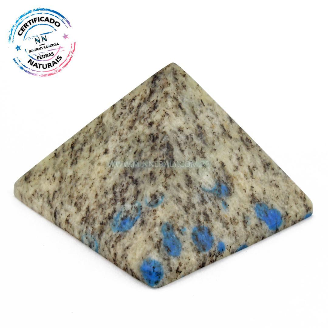 Pirâmide de Pedra K2 (ketonita) IN Natura (0,135KG; ALT: 4,0CM; COMP; 6,0CM; LARG: 6,0CM)