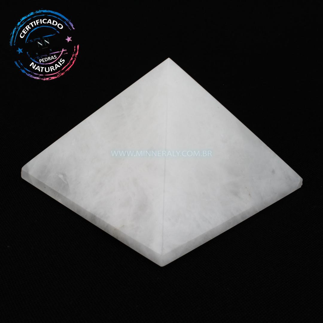 Pirâmide de Quartzo Neve (leitoso ou Quartzita) IN Natura (0,280KG; ALT: 5,1CM; COMP; 7,4CM; LARG: 7,4CM)