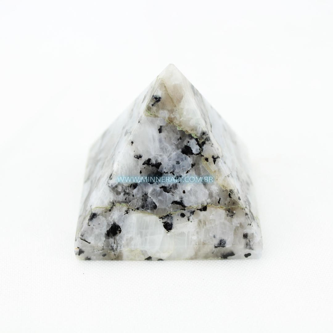 Pirâmide de Pedra da Lua In Natura #NN157