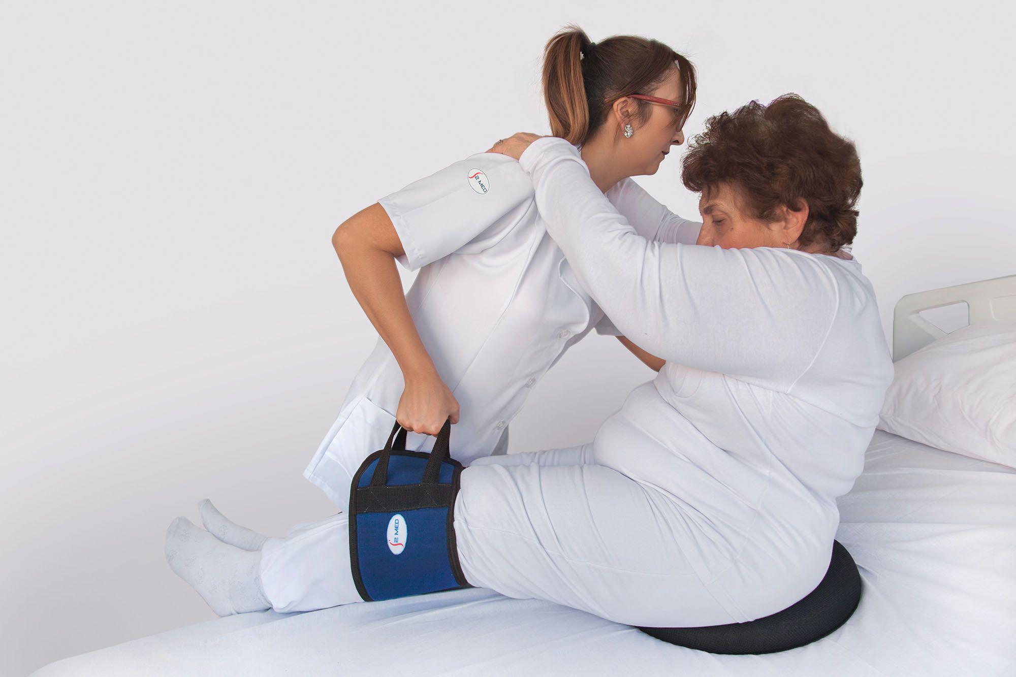 Cinta com velcro para unir as pernas no auxílio de transferência, manobra ou reposicionamento de pessoas com mobilidade reduzida