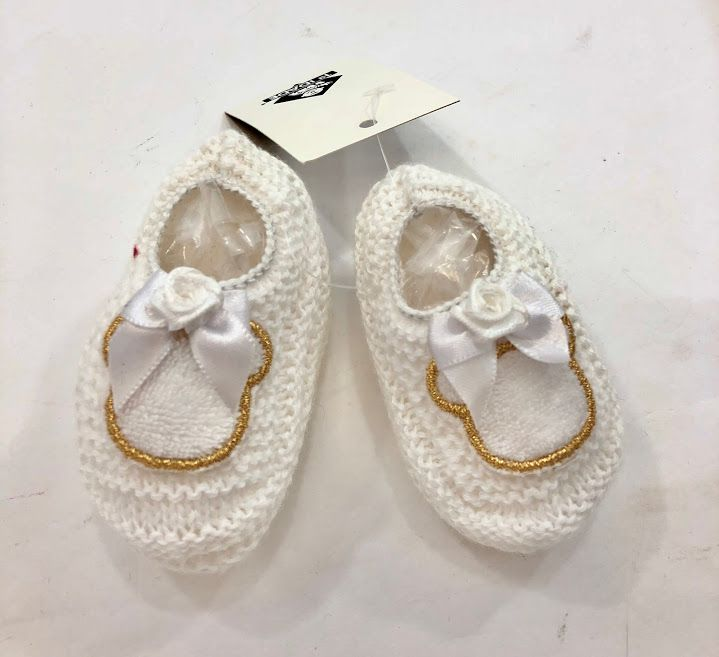 Sapatinho de tricot para bebê com bordado luxo