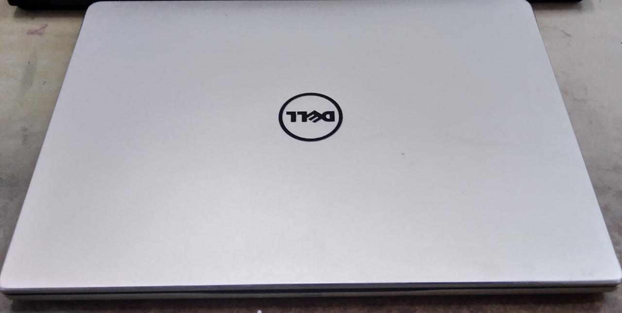 Notebook Dell Inspiron P74G