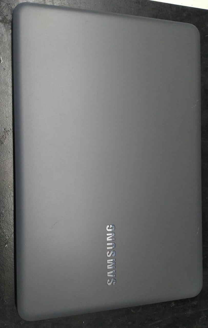 Notebook Samsung NP350XAA i3/8GB/1TB
