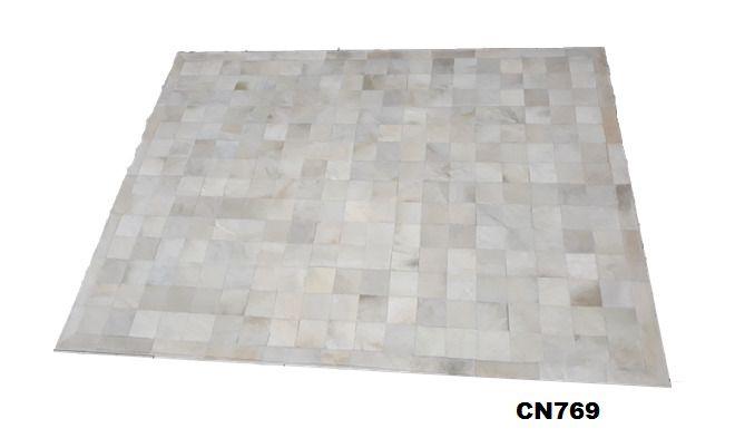 Tapete de Couro de Boi 2m X 1,5m Natural Costurado 10cm x 10cm Com Borda - MG02