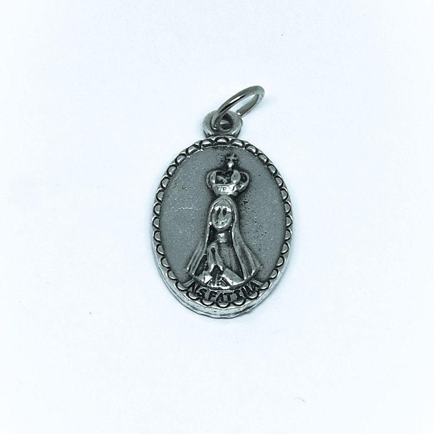 Medalha de Nossa Senhora de Fátima com detalhe na borda