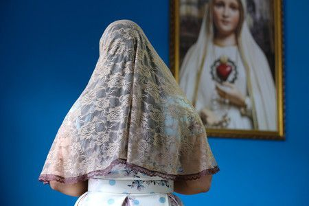 Véu para Santa Missa (bege com renda marrom)