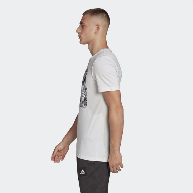 Camiseta Adidas Doodle Bagde Of Sport