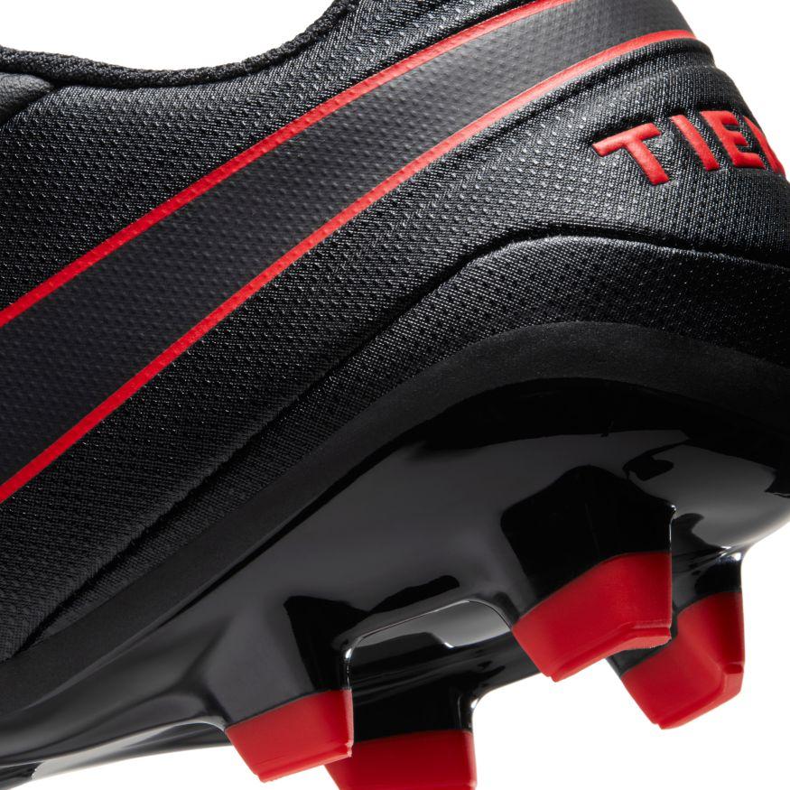 Chuteira Nike Legend 8 Academy Campo