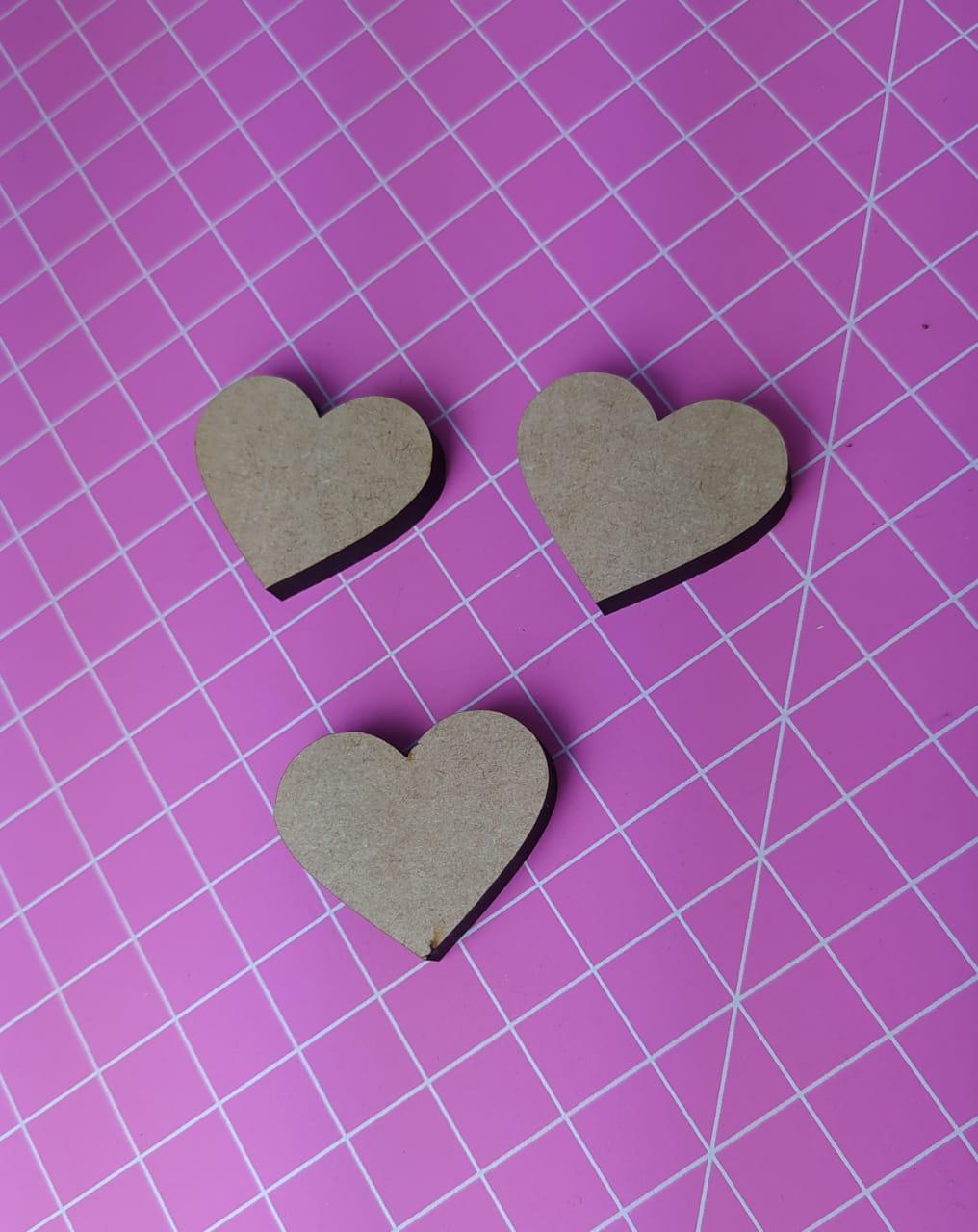 Aplique em MDF - formato coração 3,5cm - espessura 0,5cm - c/ 3 peças