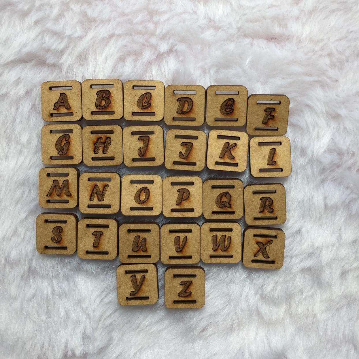 Passante para Elástico em MDF - Quadrado- 1,5cm - Alfabeto (26 unidades)