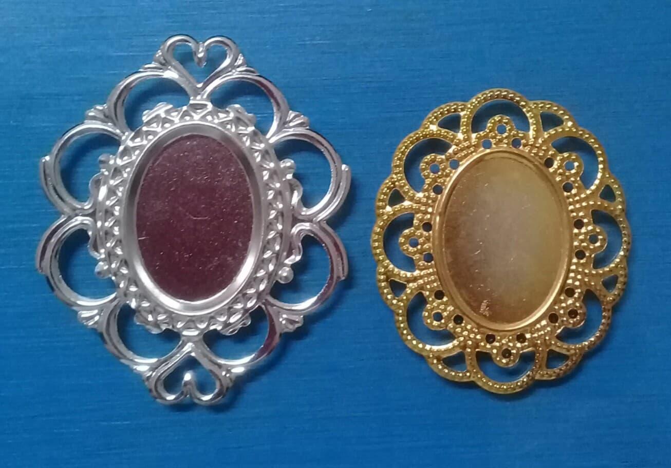 Tag Metal Oval 3,5 X 40mm ( dourada) e 40x50mm ( prata) - C/ 10 Unidades