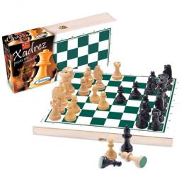 Xadrez com peças de madeira