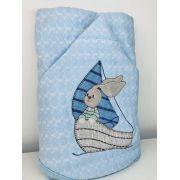 Toalha de banho bebê forrada com capuz e bordada 70x80 Coelho no barco