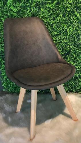 Cadeira Eames Leda revestida em Camurça