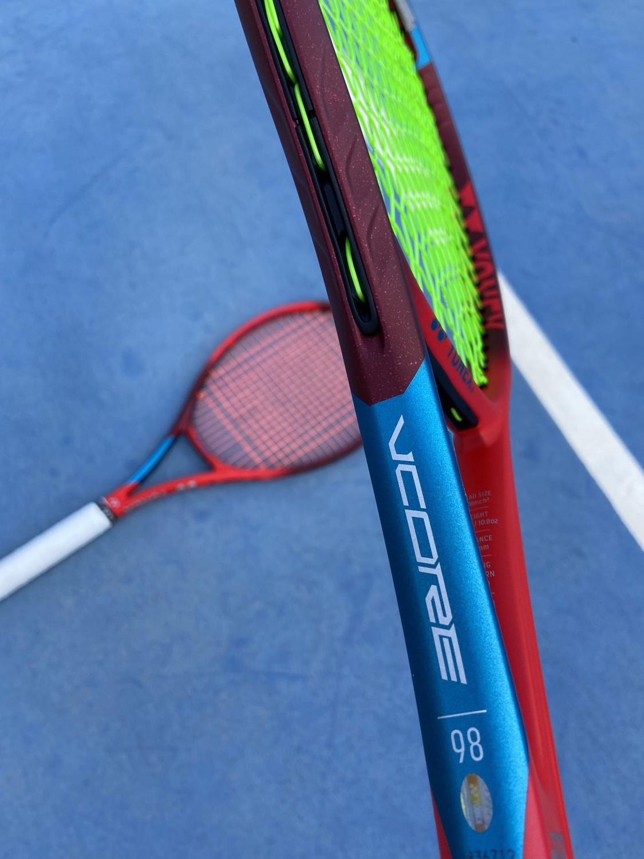Raquete de Tênis Yonex VCore 98 2021 + Brinde Bola e Corda  - REAL ESPORTE