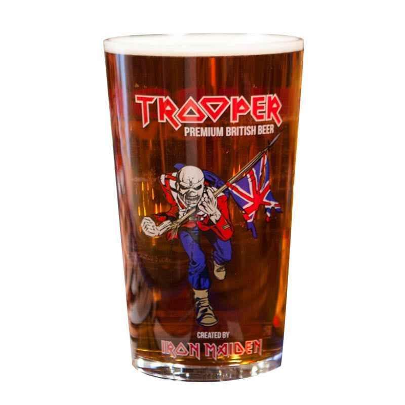 Kit de Cervejas Trooper com 4 Latas e Copo Pint