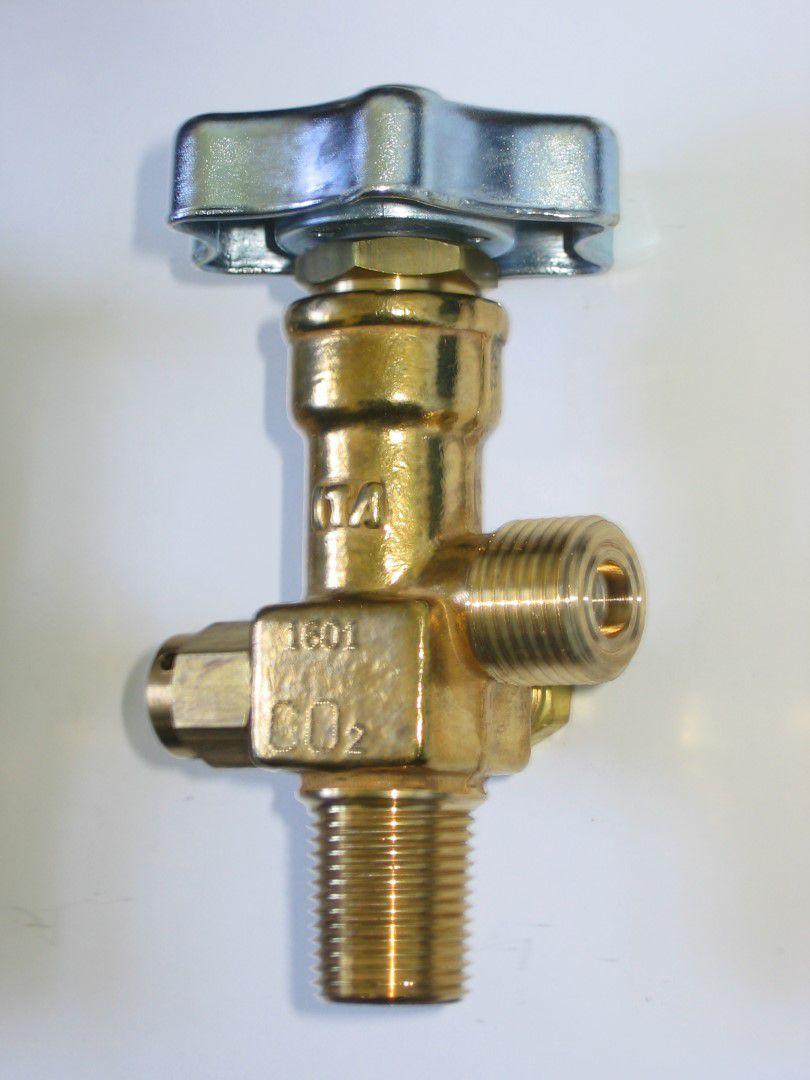 "Válvula topo p/ cilindro CO2 1/2"" x 1/2"""